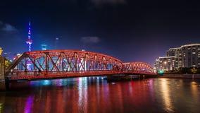 Фарфор промежутка времени панорамы 4k моста залива реки города Шанхая ночи городской сток-видео