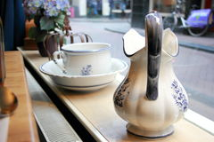 Фарфор чашки и кружки Стоковые Изображения