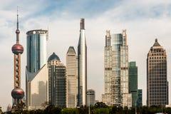 Фарфор Шанхая горизонта Пудуна небоскребов Стоковое фото RF
