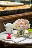 фарфор dishes свежее время чая клубник фарфора Стоковое Фото