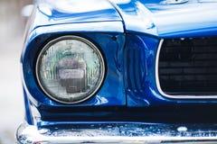 Фары крупного плана ретро автомобиля мышцы Деталь экстерьера автомобиля Стоковое фото RF