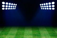 2 фары на поле травы футбола иллюстрация штока