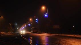 Фары проходить автомобили на ночу акции видеоматериалы