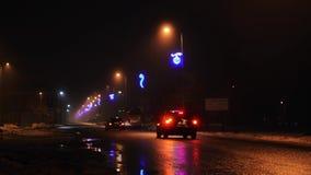 Фары проходить автомобили на ночу сток-видео