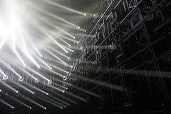 Фары соединяясь лучи света стоковая фотография rf