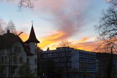 фасады города неба захода солнца голубые оранжевые Стоковое Изображение RF