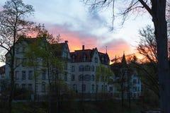 фасады города неба захода солнца голубые оранжевые Стоковое Фото