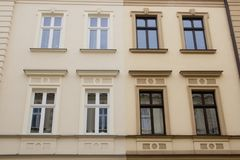 Фасады 2 домов стоя бортовая - мимо - сторона Стоковые Изображения