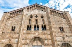 Фасад базилики Сан Мишель Maggiore в Павии, Италии стоковые изображения rf