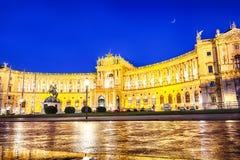 Фасад дворца Hofbug и памятник принцу Евгений савойя, стоковые фотографии rf