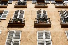фасад домашняя Провансаль типичная стоковое изображение rf