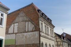 Фасад дома в маленьком городе стоковые фотографии rf