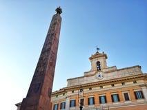 Фасад здания Montecitorio в Риме со своим египетским обелиском стоковые изображения