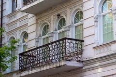 Фасад исторического здания в классическом стиле стоковое фото