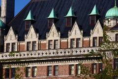Фасад и Dormers кирпича стоковая фотография rf