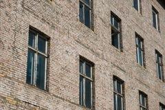 Фасад кирпича каменный старого жилого дома Стоковое Изображение