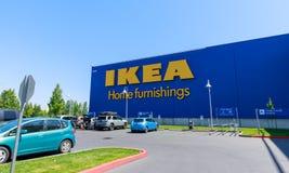 Фасад магазина IKEA в Портленде, Орегоне IKEA розничный торговец мебели мира самый большой и продает готовое для того чтобы собра стоковые изображения