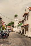 Фасад мечети Kampung Kling и старые колониальные здания в Malacc Стоковые Фотографии RF