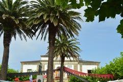 Фасад ратуши во время средневекового рынка в Tapia De Casariego Природа, перемещение, воссоздание стоковое изображение