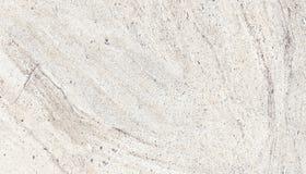 Фасад светлой бетонной стены грубый сделанный из естественного цемента с отверстиями и несовершенствами как пустая деревенская те стоковые фото