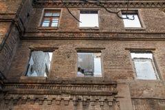 Фасад старого покинутого кирпичного здания Стоковое Изображение RF