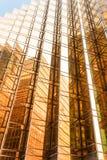 Фасад башни офисного здания цвета золота в деловом центре Стоковое Фото
