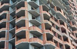 Фасад блока квартир под конструкцией Стоковая Фотография