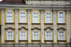 Фасад дворца в стиле барокко на квадрате соединения Стоковая Фотография