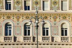 Фасад дворца правительства на ` Италия Unita d аркады в Триесте, Стоковые Фотографии RF