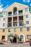 Фасад здания гостиницы Volkhov 4 звезд в Veliky Новгороде, России Стоковые Фотографии RF