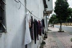 Фасад здания одежды суша веревочку После мыть ashurbanipal Вьетнам Стоковое Фото