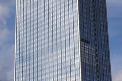 Фасад здания Highrise, экстерьер башни офиса Стоковое фото RF