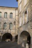 Фасад здания, Uzes; Провансаль; Франция стоковые изображения