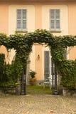 Фасад и сад Varenna, Италия стоковое изображение