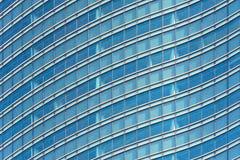 Фасад и Windows современного офисного здания Стоковые Фото