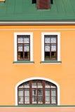 Фасад дома с окнами. Стоковое Фото