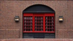 Фасад паба стиля английского языка стоковая фотография rf