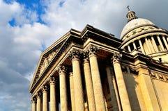 Фасад пантеона Парижа под облаками Стоковое фото RF