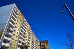 Фасад современного жилого дома и видео- камеры слежения Стоковая Фотография RF