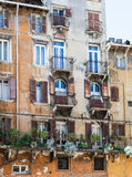 Фасад старого городского дома в городе Вероны Стоковые Фото