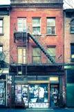 Фасад старого жилого дома кирпича Стоковые Фото