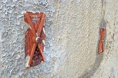Фасад старого итальянского здания masonry с растягиваемым элементом и анкерной доской металла Стоковое Фото