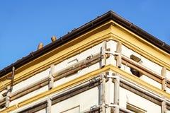 Фасад старого итальянского здания masonry с растягиваемым элементом металла, ремнями сдерживания и анкерной доской Стоковые Фото