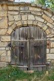 Фасад старого каменного здания известняка Стоковые Фотографии RF