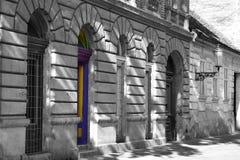 Фасад с покрашенной дверью Стоковое Фото