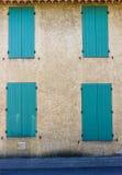 Фасад традиционного здания в L'Isle-sur-Ла-Sorgue Провансали Стоковая Фотография