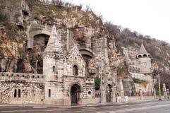 Фасад холма Gellert пещеры обнаруженного местонахождение церковью внутреннего в Будапеште Стоковые Изображения RF