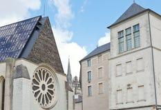 Фасады средневековых городских домов внутри злят стоковая фотография