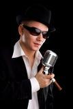 фасонируемый mic старая певица Стоковая Фотография RF
