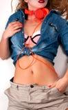 фасонируйте взгляд lifestyle Каникулы Сексуальная стильная женщина в яркой одежде стоковое изображение rf